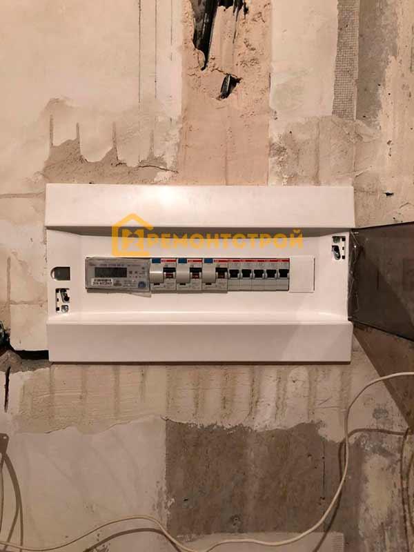 Фото установки электросчетчика в квартире