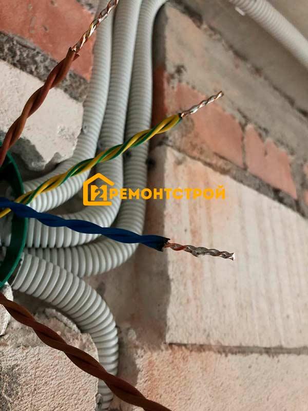 Фото монтаж электропроводки в доме из пеноблока